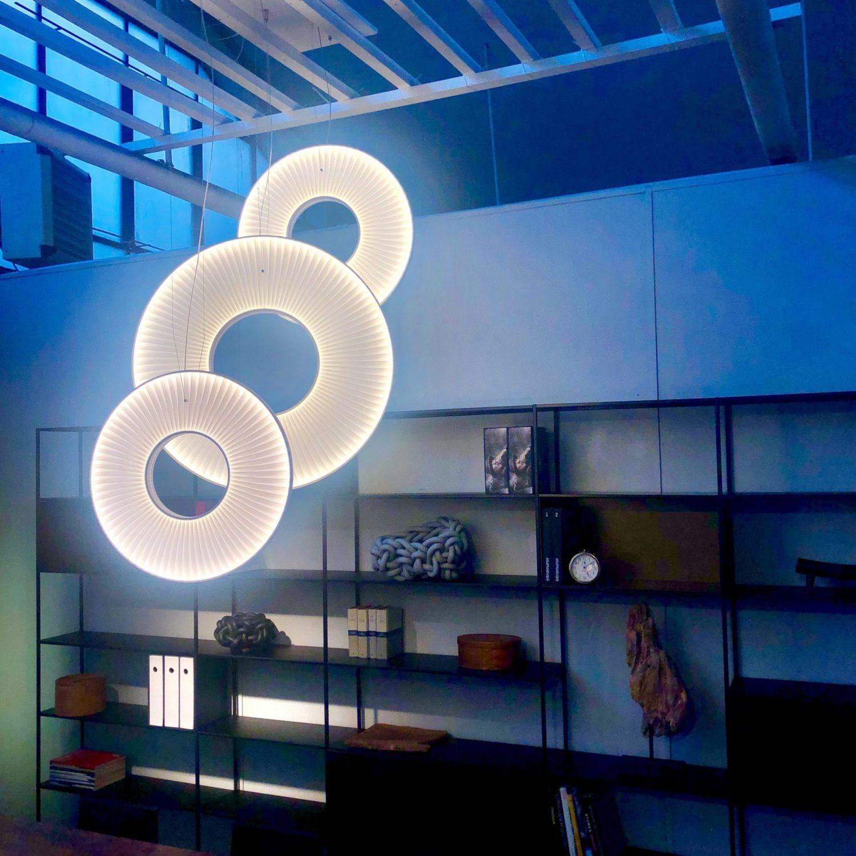 Composition de suspensions IRIS - showroom Milan