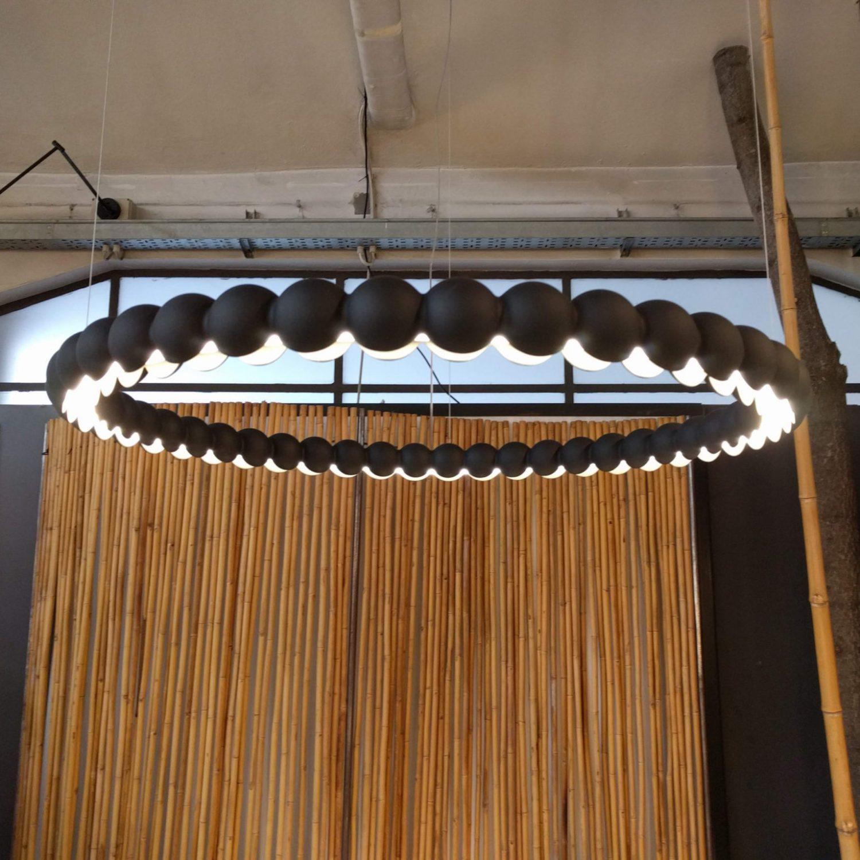 Suspension PERLES H703 noir - Showroom Milan